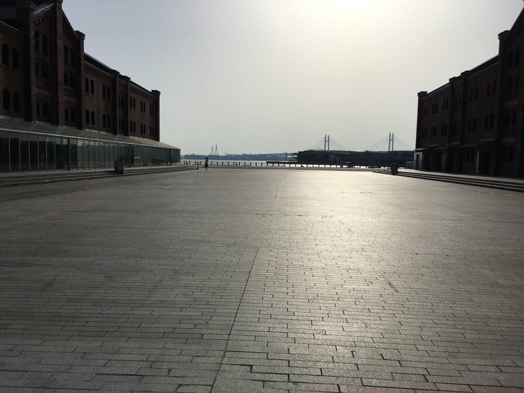 朝の横浜赤レンガ倉庫